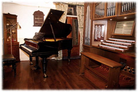 PIano and organ.JPG